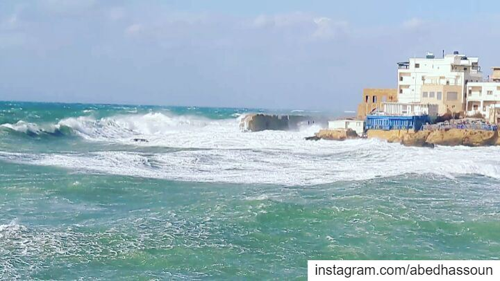 Bahsa bay today 🌊........... normastorm  norma  storm   waves... (Bahsa-Batroun)